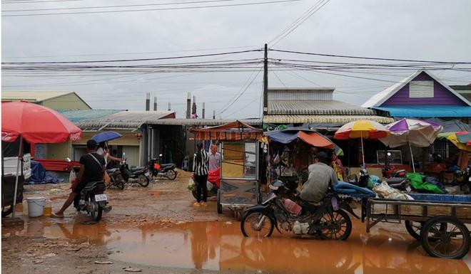 Sòng bạc mọc lên như nấm, dân nghèo lặng lẽ rời đi vì tiền TQ: Canh bạc lớn của thành phố biển Campuchia liệu có đáng? - Ảnh 8.