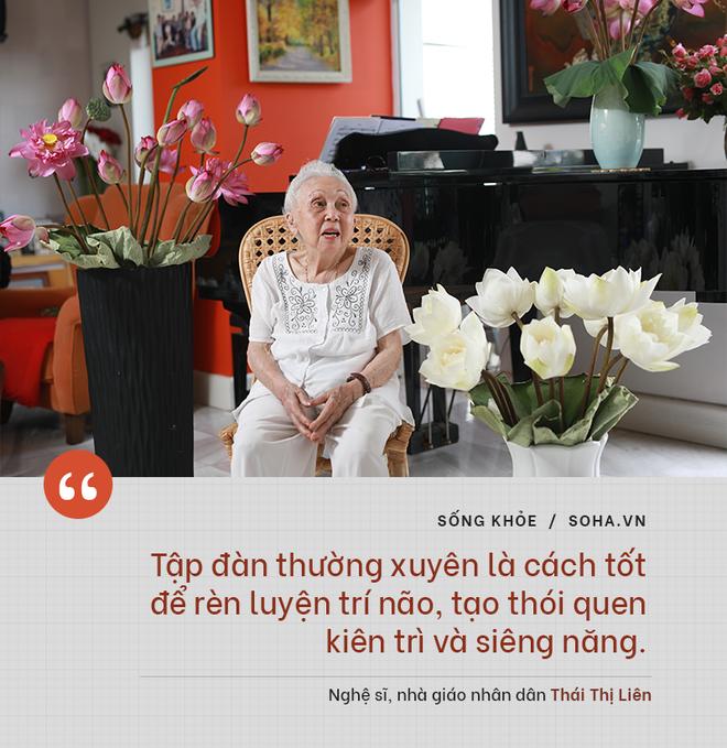 Bí quyết từ 'người mẹ vĩ đại' 102 tuổi của NSND Đặng Thái Sơn: Thể dục, thiên nhiên, nước muối... và mỹ phẩm - ảnh 7