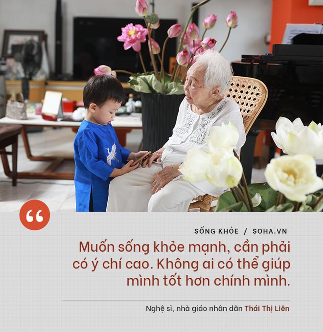Bí quyết từ 'người mẹ vĩ đại' 102 tuổi của NSND Đặng Thái Sơn: Thể dục, thiên nhiên, nước muối... và mỹ phẩm - ảnh 2
