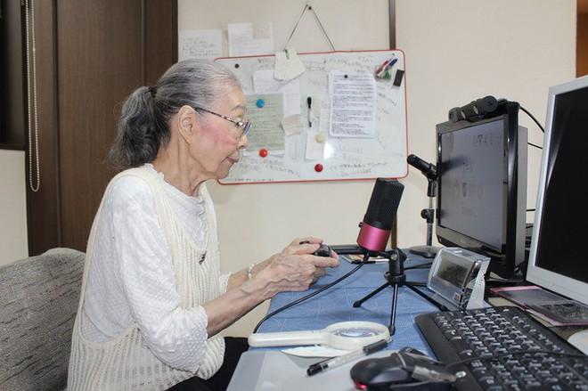 Cụ bà 89 tuổi vẫn chơi game hành động mỗi ngày - Ảnh 1.