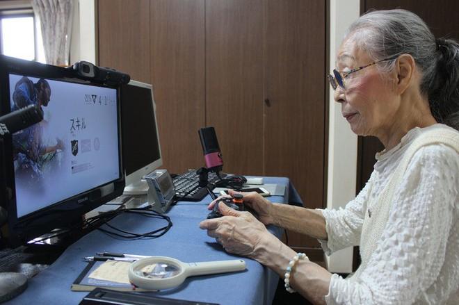 Cụ bà 89 tuổi vẫn chơi game hành động mỗi ngày - Ảnh 3.