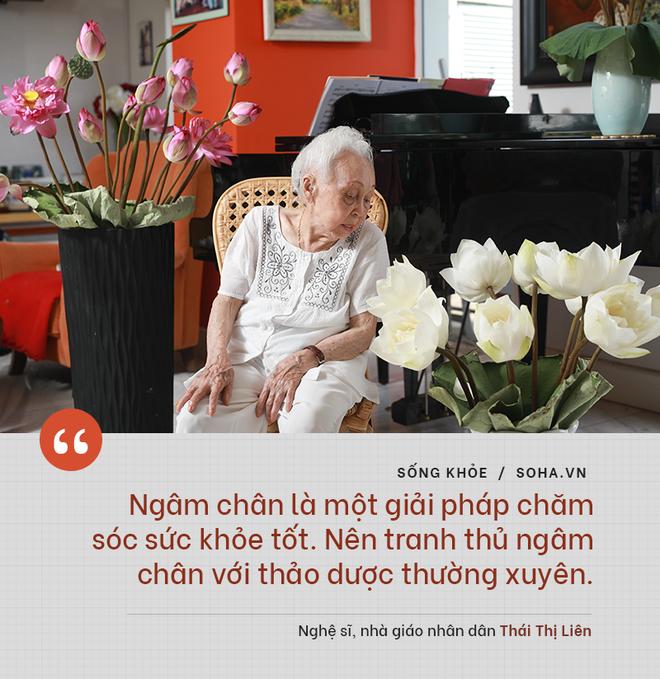 Bí quyết từ 'người mẹ vĩ đại' 102 tuổi của NSND Đặng Thái Sơn: Thể dục, thiên nhiên, nước muối... và mỹ phẩm - ảnh 6