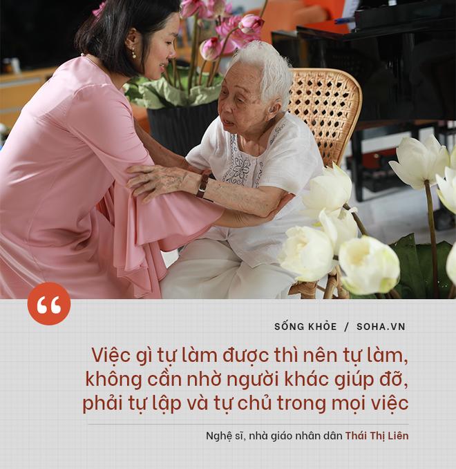 Bí quyết từ 'người mẹ vĩ đại' 102 tuổi của NSND Đặng Thái Sơn: Thể dục, thiên nhiên, nước muối... và mỹ phẩm - ảnh 4