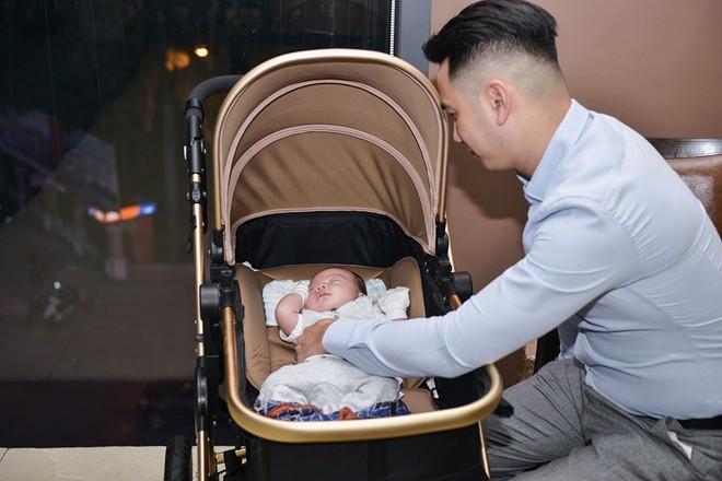 Vợ chồng Ngọc Hiền tổ chức tiệc đầy tháng cho con trai - Ảnh 3.