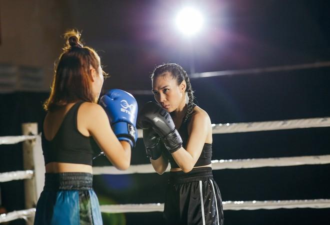 Mỹ Tâm gây bất ngờ khi hóa thân thành võ sĩ boxing mạnh mẽ - Ảnh 2.