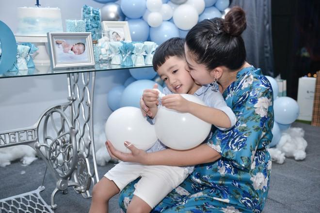 Vợ chồng Ngọc Hiền tổ chức tiệc đầy tháng cho con trai - Ảnh 6.