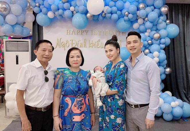 Vợ chồng Ngọc Hiền tổ chức tiệc đầy tháng cho con trai - Ảnh 9.