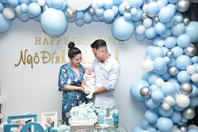 Vợ chồng Ngọc Hiền tổ chức tiệc đầy tháng cho con trai - Ảnh 1.