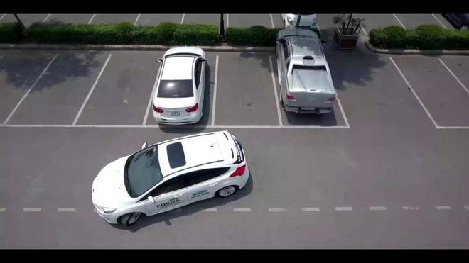 Kinh nghiệm lùi xe ô tô đúng cách và an toàn - Ảnh 2.