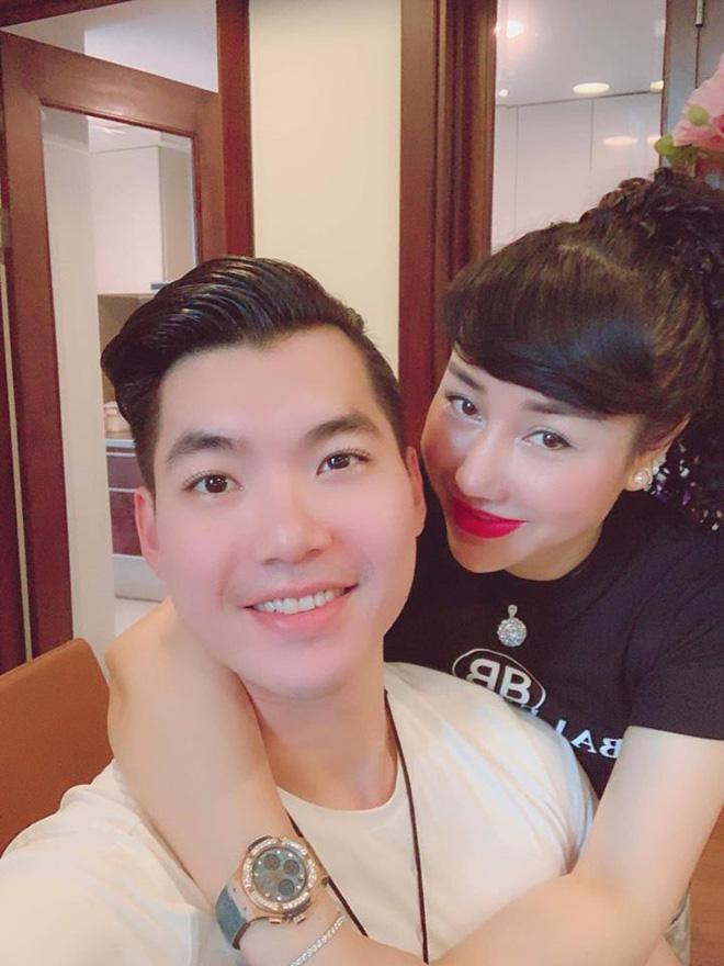 Cuộc sống viên mãn của siêu mẫu Việt bên vợ đại gia hơn 15 tuổi - Ảnh 4.