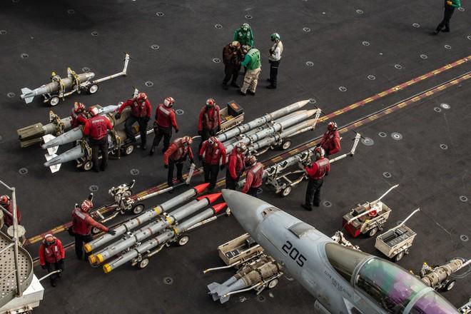 Nếu USS Abraham Lincoln tập kích Iran: Tàu chiến Mỹ sẽ xuống đáy vịnh Ba Tư trong bao lâu? - Ảnh 2.