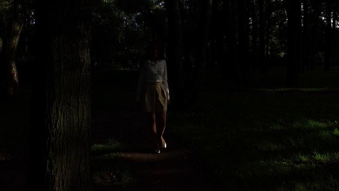 Tối ngủ tại nhà mà sáng thức dậy trên núi hoang, cô gái hoảng sợ chạy về và kể lại câu chuyện khiến ai cũng rùng mình - Ảnh 2.