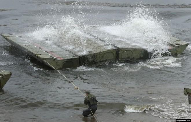 Cận cảnh màn dương oai diễu võ của Nga và đồng minh khiến NATO ớn lạnh - Ảnh 11.