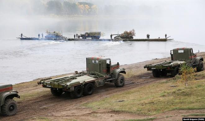 Cận cảnh màn dương oai diễu võ của Nga và đồng minh khiến NATO ớn lạnh - Ảnh 12.
