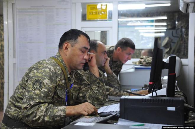 Cận cảnh màn dương oai diễu võ của Nga và đồng minh khiến NATO ớn lạnh - Ảnh 13.