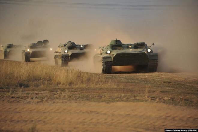 Cận cảnh màn dương oai diễu võ của Nga và đồng minh khiến NATO ớn lạnh - Ảnh 2.