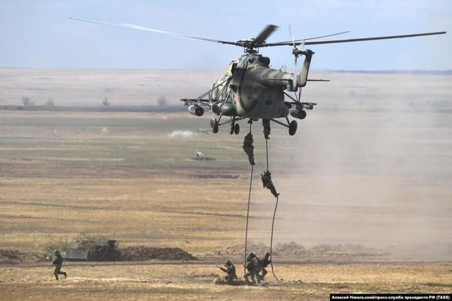 Cận cảnh màn dương oai diễu võ của Nga và đồng minh khiến NATO ớn lạnh - Ảnh 4.