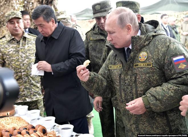 Cận cảnh màn dương oai diễu võ của Nga và đồng minh khiến NATO ớn lạnh - Ảnh 7.