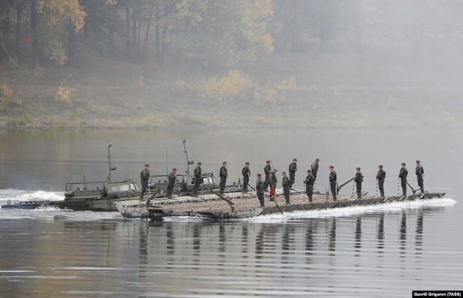 Cận cảnh màn dương oai diễu võ của Nga và đồng minh khiến NATO ớn lạnh - Ảnh 8.