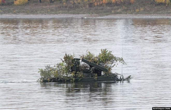 Cận cảnh màn dương oai diễu võ của Nga và đồng minh khiến NATO ớn lạnh - Ảnh 9.