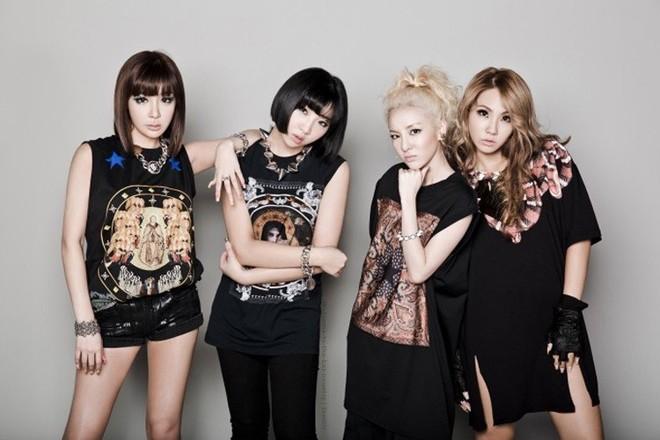 Nữ ca sĩ nổi tiếng bị báo chí Hàn miêu tả như búp bê tình dục gây phẫn nộ - Ảnh 3.