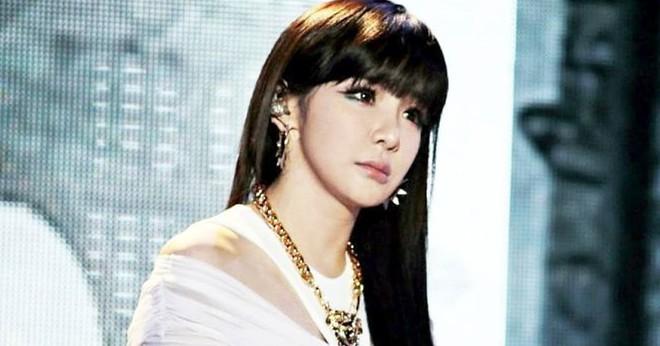 Nữ ca sĩ nổi tiếng bị báo chí Hàn miêu tả như búp bê tình dục gây phẫn nộ - Ảnh 2.