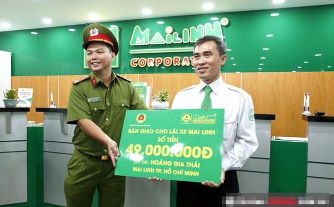 Giao nộp cho công an 56 triệu đồng tiền khách bỏ quên, một năm sau tài xế taxi nhận thông báo bất ngờ