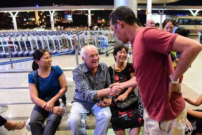 Nụ hôn chia tay người tình Việt 50 năm của cựu binh Mỹ trước khi lên máy bay - Ảnh 2.