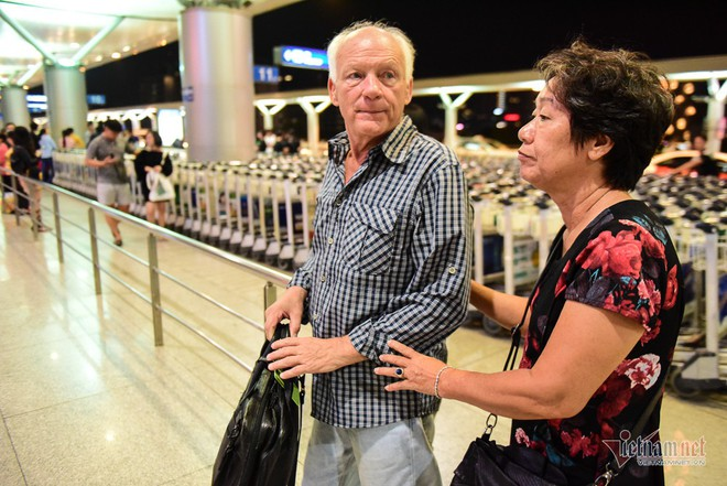 Nụ hôn chia tay người tình Việt 50 năm của cựu binh Mỹ trước khi lên máy bay - Ảnh 10.
