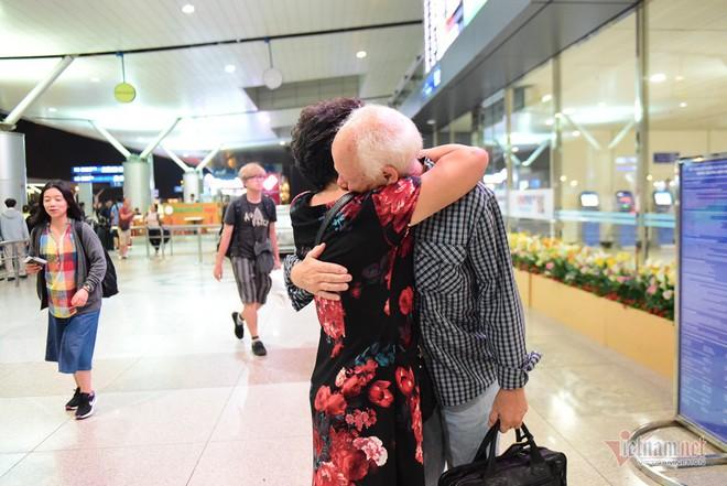 Nụ hôn chia tay người tình Việt 50 năm của cựu binh Mỹ trước khi lên máy bay - Ảnh 14.