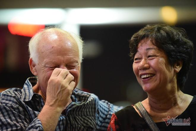 Nụ hôn chia tay người tình Việt 50 năm của cựu binh Mỹ trước khi lên máy bay - Ảnh 4.