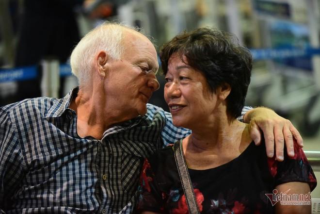 Nụ hôn chia tay người tình Việt 50 năm của cựu binh Mỹ trước khi lên máy bay - Ảnh 6.