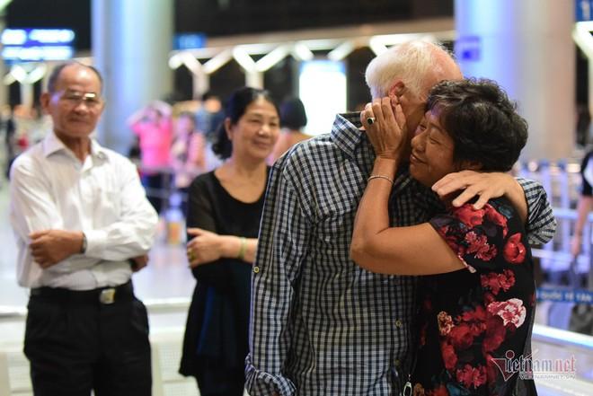 Nụ hôn chia tay người tình Việt 50 năm của cựu binh Mỹ trước khi lên máy bay - Ảnh 7.