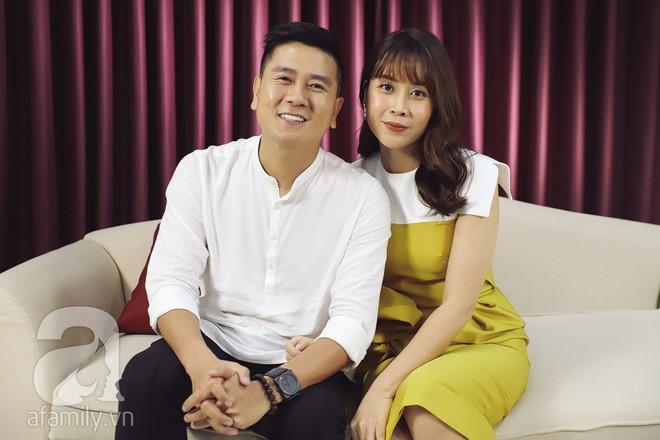 Làm vợ như Lưu Hương Giang: Từ cô gái đi bar thâu đêm, nay nằm nhà ôm con, đợi cửa chờ chồng 4, 5 giờ sáng mới về - Ảnh 2.