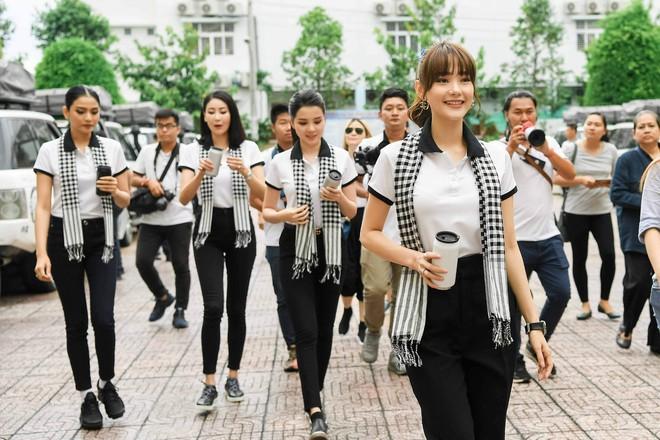 """Hoa hậu Hà Kiều Anh: """"Sách quý dạy nghĩ tích cực, sống năng lượng"""" - Ảnh 2."""