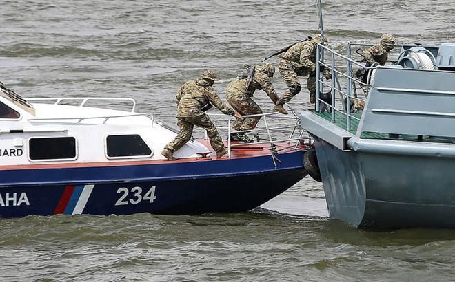 Sau vụ đung độ nghiêm trọng khiến 3 linh Nga bị thương, CSB Nga vừa thêm bắt nhiều tàu Triều Tiên