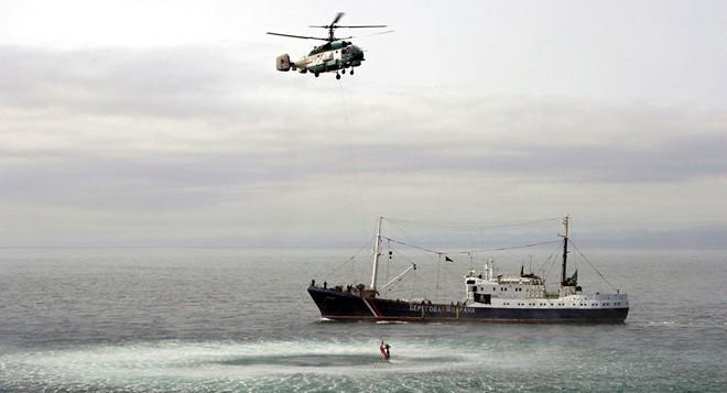 Sau vụ đung độ nghiêm trọng khiến 3 linh Nga bị thương, CSB Nga vừa thêm bắt nhiều tàu Triều Tiên - Ảnh 1.