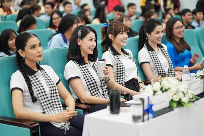 """Hoa hậu Hà Kiều Anh: """"Sách quý dạy nghĩ tích cực, sống năng lượng"""" - Ảnh 3."""