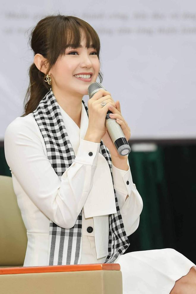 """Hoa hậu Hà Kiều Anh: """"Sách quý dạy nghĩ tích cực, sống năng lượng"""" - Ảnh 5."""