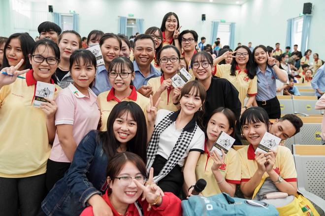 """Hoa hậu Hà Kiều Anh: """"Sách quý dạy nghĩ tích cực, sống năng lượng"""" - Ảnh 6."""