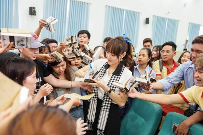 """Hoa hậu Hà Kiều Anh: """"Sách quý dạy nghĩ tích cực, sống năng lượng"""" - Ảnh 7."""