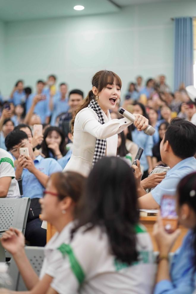 """Hoa hậu Hà Kiều Anh: """"Sách quý dạy nghĩ tích cực, sống năng lượng"""" - Ảnh 8."""