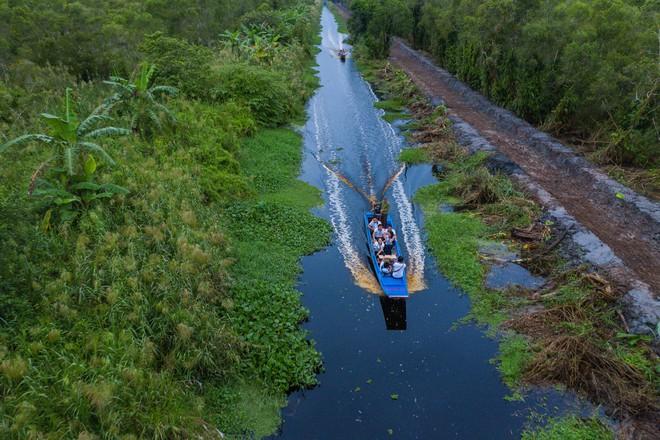 Hành trình trao sách quý nơi kênh rạch chằng chịt Đồng bằng Sông Cửu Long - Ảnh 17.
