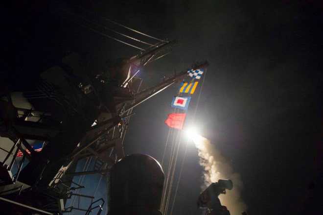 Báo Nga cảnh báo lạnh người, Mỹ và Israel sẽ tấn công Syria trong vài ngày tới - 8 tàu Nga nghênh chiến? - Ảnh 12.