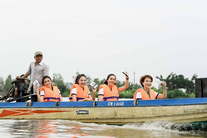 Hành trình trao sách quý nơi kênh rạch chằng chịt Đồng bằng Sông Cửu Long - Ảnh 2.
