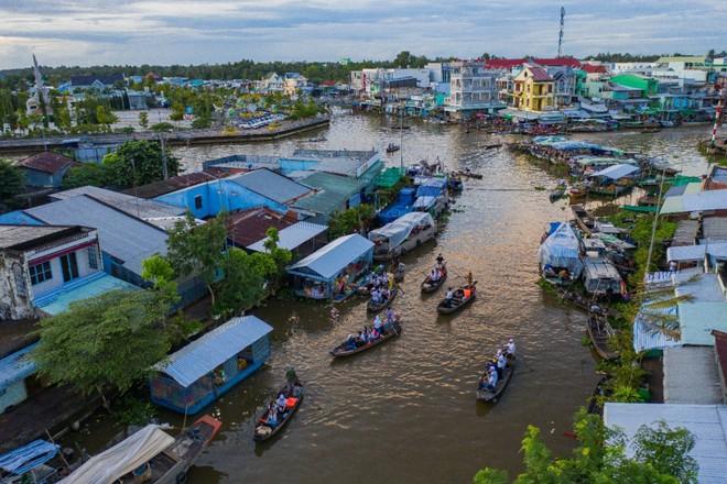 Hành trình trao sách quý nơi kênh rạch chằng chịt Đồng bằng Sông Cửu Long - Ảnh 3.