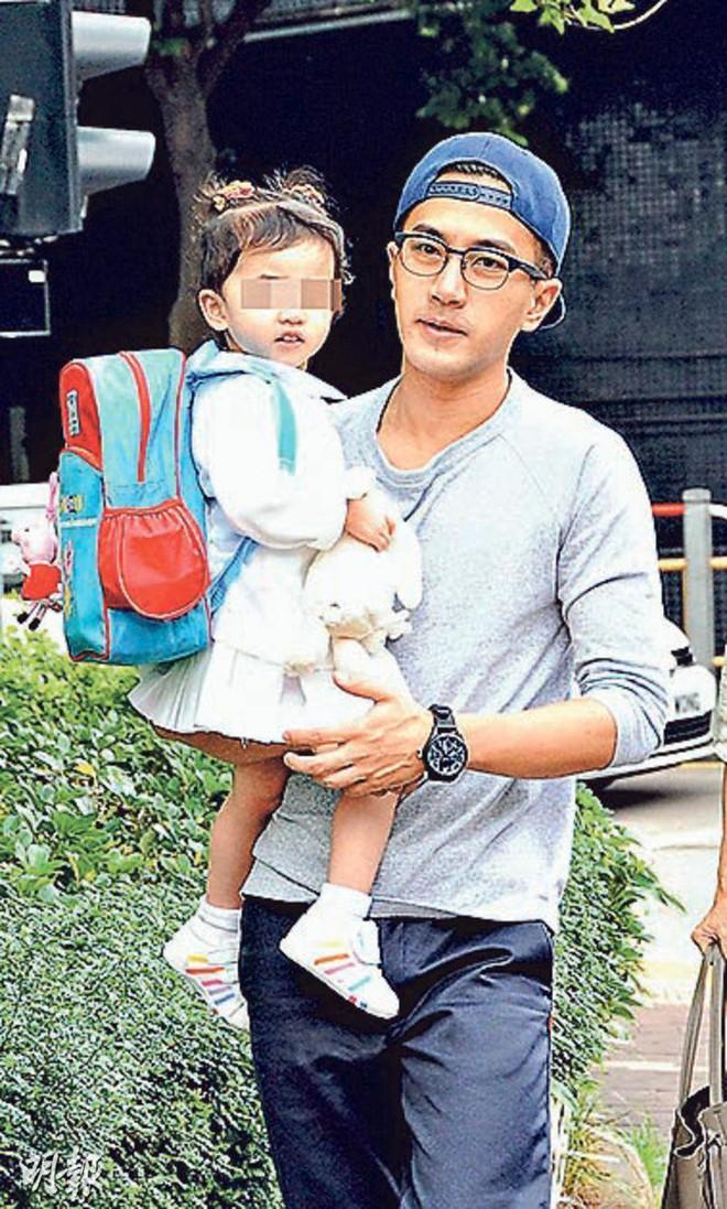 Nam thần của các bà nội trợ Lưu Khải Uy: Phía sau cuộc hôn nhân lạnh lẽo với Dương Mịch là hình ảnh người cha cô đơn gác lại sự nghiệp vì con gái nhỏ - ảnh 11
