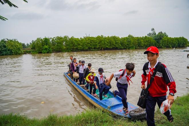 Hành trình trao sách quý nơi kênh rạch chằng chịt Đồng bằng Sông Cửu Long - Ảnh 5.