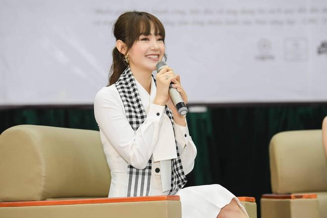 Hoa hậu Hà Kiều Anh: Điều quý giá nhất trên đời là tri thức - Ảnh 4.