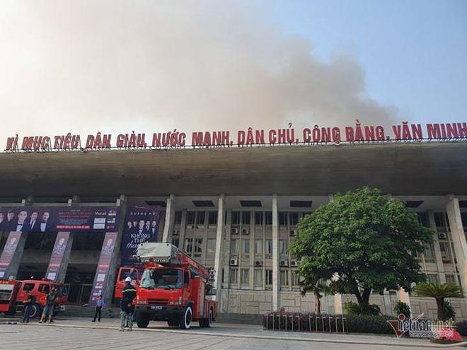 Cháy Cung Việt Xô, sập sân khấu, thiết bị đêm nhạc Quang Hà thành than - Ảnh 4.
